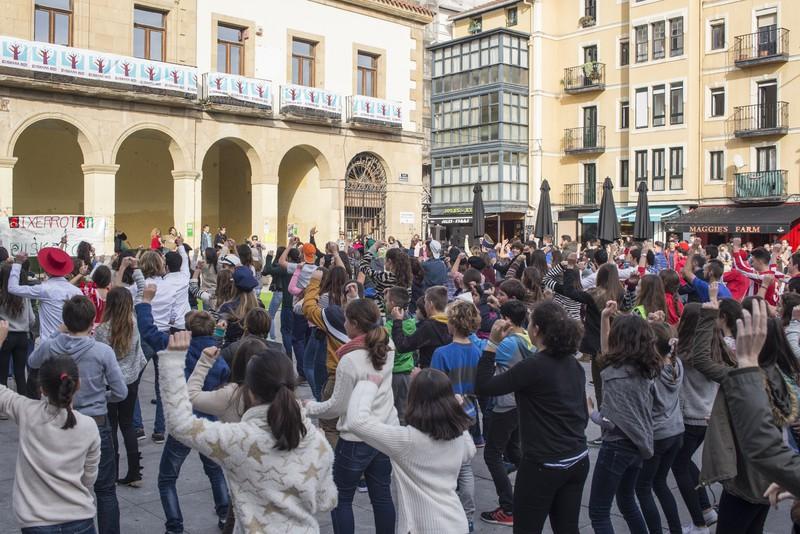 Euskararen alde dantza egin dute Getxoko Aixerrotako ikasleek - 2