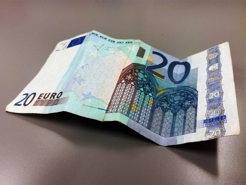 Ertzaintzak 20 euroko billete faltsuak atzeman ditu Bizkaiko hainbat saltokitan