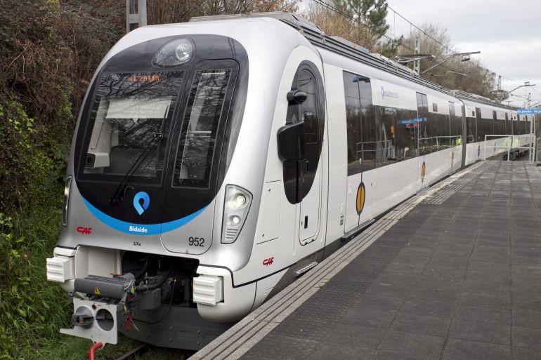 Aste Nagusia dela-eta zerbitzu bereziak eskainiko dituzte metroak eta Euskotrenek