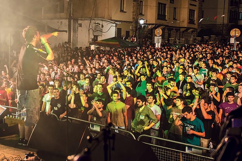 Txapel Reggae, musika buruan!
