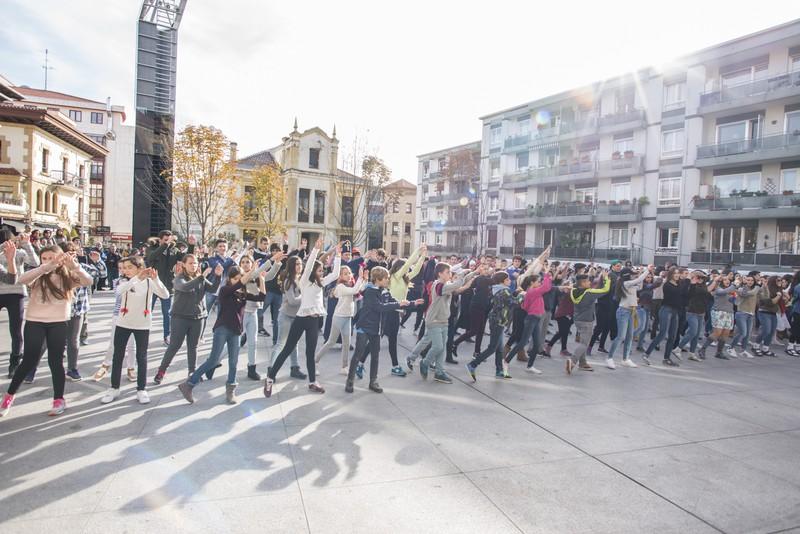 Euskararen alde dantza egin dute Getxoko Aixerrotako ikasleek - 17