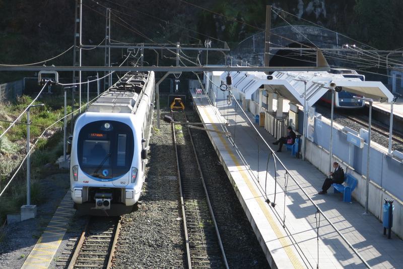 Lutxanako trena mantentzea eskatu diote Euskotreni