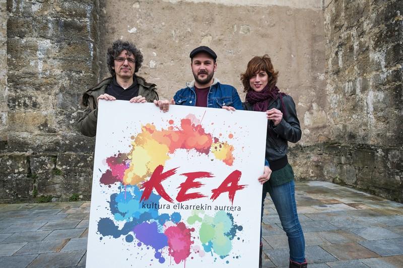 """KEA taldea: """"Udalek kultura bultzatzen ez badute, jai dugu"""""""