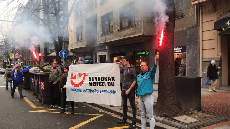 Hezkuntza-sistema propio baten alde greba egin zuten atzo Uribe Kostako ikasleek