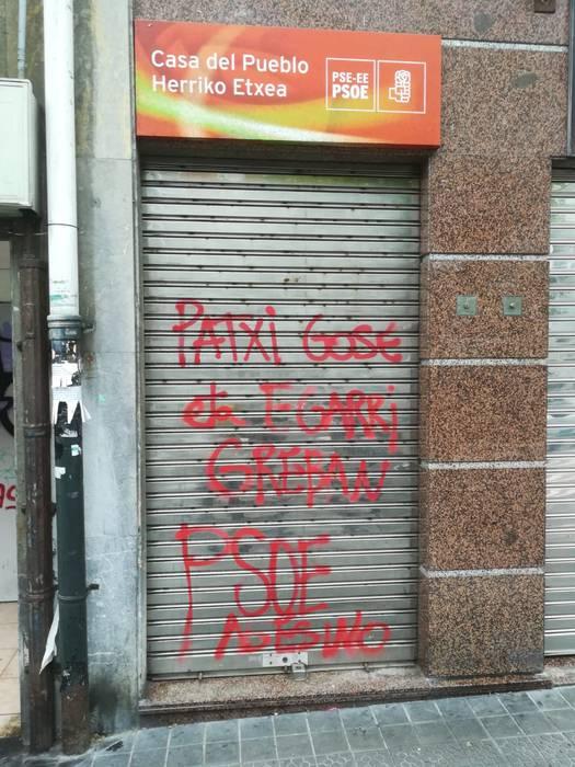 Algortako PSE-EEren egoitzan pintadak agertu dira gaur