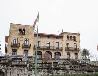 Udaletxearen inguruan balaustradak berreraikitzeko eta Bizkaia Zubiko komuna publikoak birgaitzeko proiektuak onartu dituzte