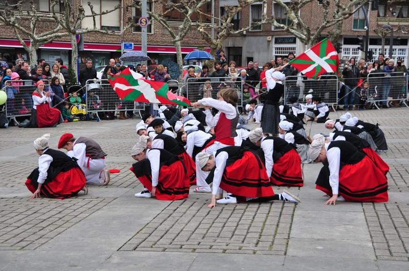 Euskal dantzen ikastarorako izen-ematea zabalduko dute irailean, Sopelan