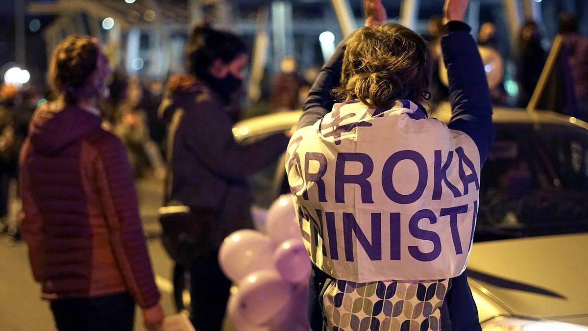 """Uribe Kostako mugimendu feminista kalera atera da """"sistema arrakalatzeko"""""""