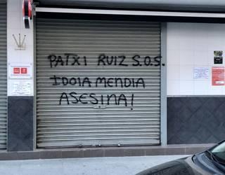 Idoia Mendiaren aurkako pintadak egin dituzte Astrabuduako PSE-EEren Herriko Etxean
