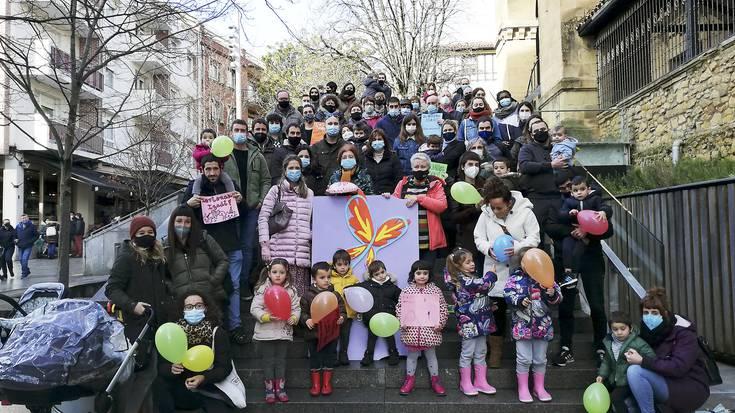 Izadi umearen eskubideen aldeko akordioa sinatu dute Getxoko talde politiko gehienek