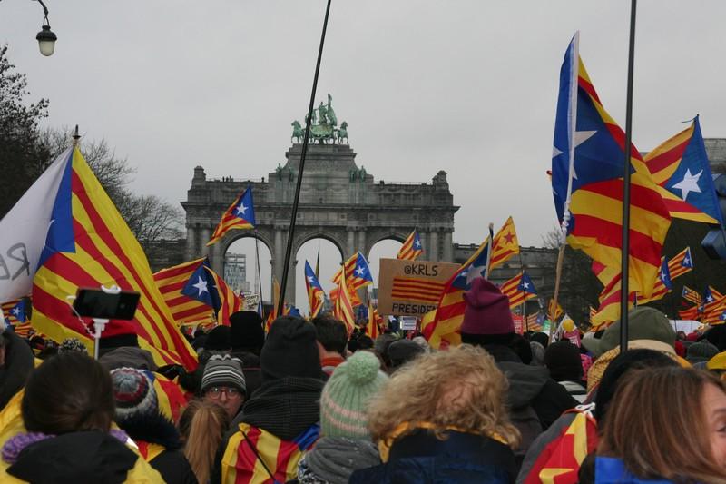 Bi herri: Puigdemonten Brusela eta...