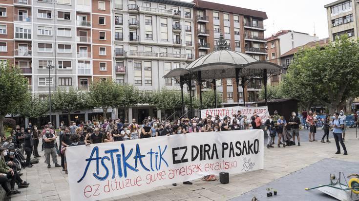 Euren etxeak eraisteko aginduaren aurka protesta-elkarretaratzea egin du Astika Herria proiektuak