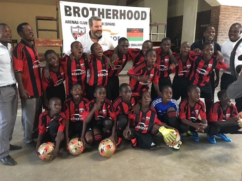 Arenas futbol-taldea, Malawiko umeakaz