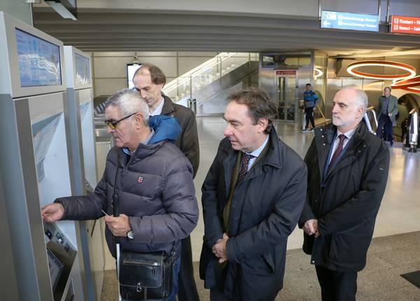 Lutxanako Euskotren geltokia egokitu dute ikusmen-dibertsitate funtzionala duten pertsonentzat