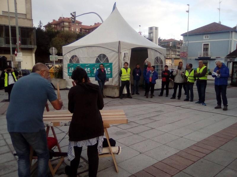Hona eta Kataluniara begira daude gaurko herri-kontsultak