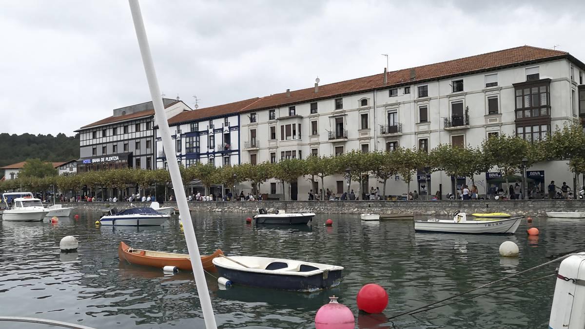 Plentziako portuko plazen esleipen-prozesuaren atzerapena Eusko Legebiltzarrera eramango dute