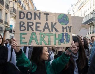 """""""Klima-aldaketari aurre egiteko"""" grebara deitu du Greenpeacek"""