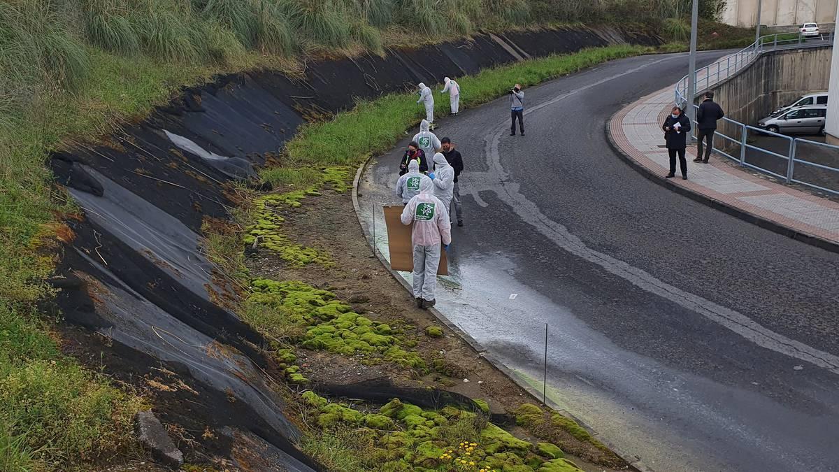 Ekologistak Martxan taldeak Asua ibaiaren kutsadura salatu du Uraren Munduko Egunean