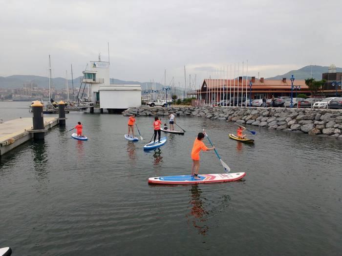 Paddle surfean jarduteko aukera egongo da domekan Getxoko Kirol Portuan
