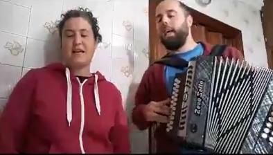 Kanpomartxo eta Berango Kantari, etxealdiari aurre eginez