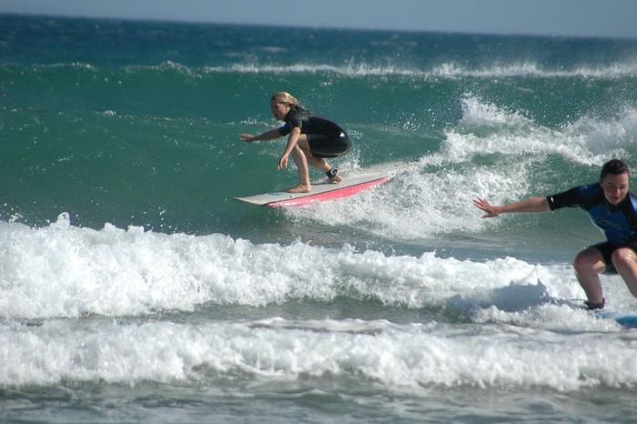 Umeentzako eta nerabeentzako surf-ikastaroa antolatu du Bizarra Lepoanek