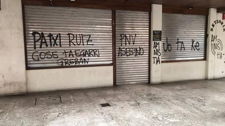 Sopelako Batzokian, PSEren egoitzan eta elizan egindako pintadak gaitzetsi ditu Udaleko Bozeramaileen Batzordeak