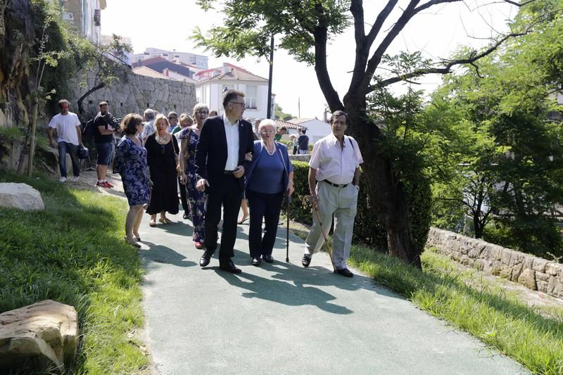 Igogailu panoramikoa eta oinezkoen pasealekua zabaldu dituzte Algortako Portu Zaharrean