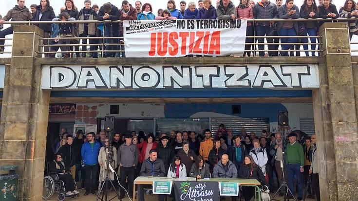 Altsasuko gazteen aldeko zapatuko manifestaziora joateko deia egin dute ehunaka auzokidek