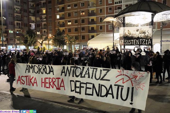 Astika Herria defendatzeko manifestazio jendetsua egin zuten atzo Erandion