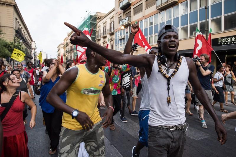 """[ARGAZKI-GALERIA] Europako politika """"xenofoboak"""" salatu dituzte Palermon - 2"""