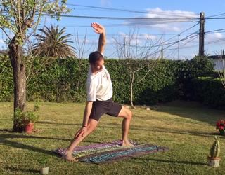 Gorputzaren elastikotasuna lantzeko yoga-stretching saioa