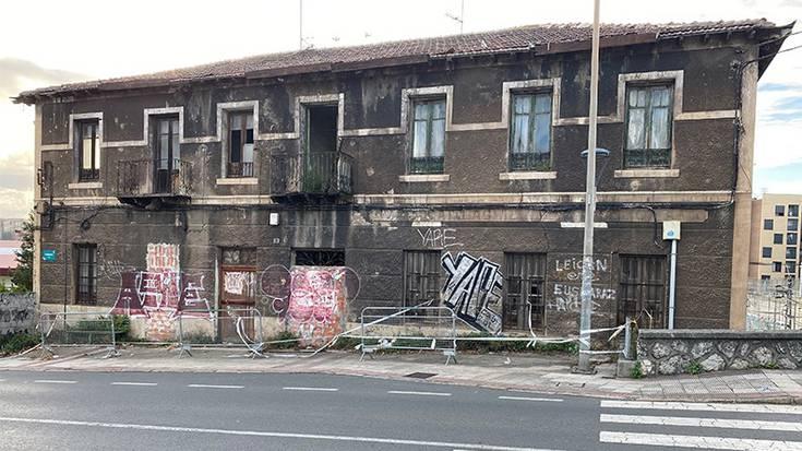 Nekazaritza Sindikatuaren eraikina eraitsi dute