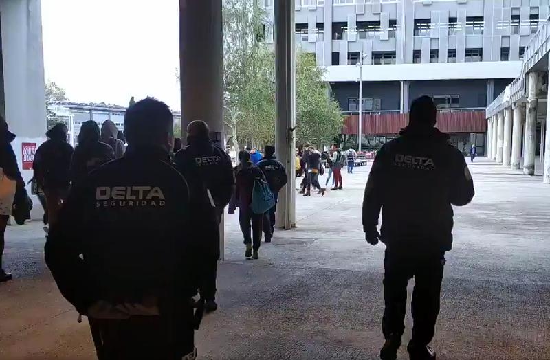 Leioako campuseko guardiek Leioatik! komunikabidea zentsuratu dute