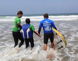 Surf inklusiboa bultzatuko dute uda honetan Plentzia eta Sopelako hondartzetan