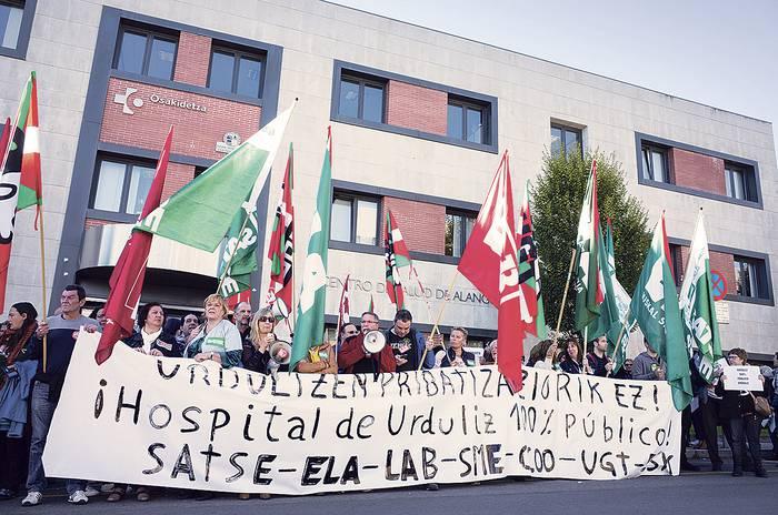 """Urdulizko ospitaleak """"askatasun sindikala"""" zapaltzen duela salatu dute"""
