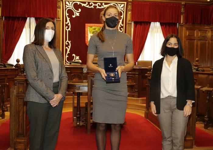 Espainiako Batzorde Olinpikoaren domina eman diote Virginia Díaz Raspaseko arraunlariari
