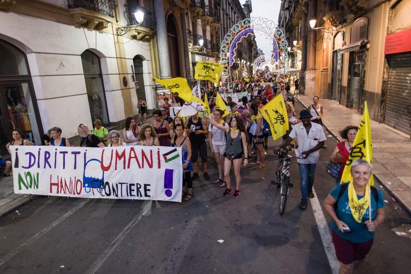 """[ARGAZKI-GALERIA] Europako politika """"xenofoboak"""" salatu dituzte Palermon"""