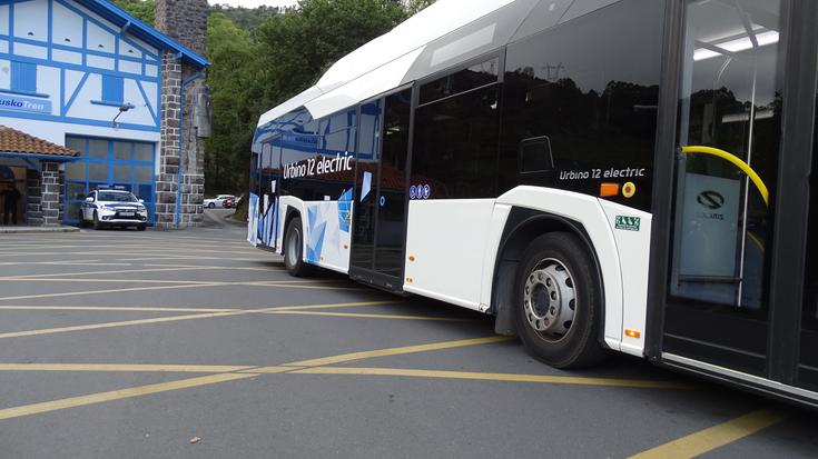 Bizkaibus autobus elektrikoak probatzen hasi da hainbat ibilbidetan, batzuk Uribe Kostakoak