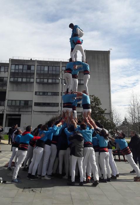 Gironako unibertsitarioek castell bat osatu dute Leioako campusean