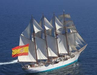 'Juan Sebastian Elcano' ontzia Getxon egotearen aurkako martxara deitu dute