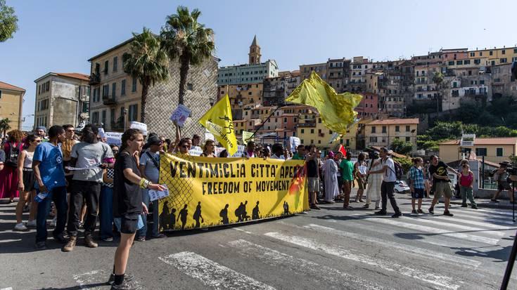 Ventimigliako manifestazio jendetsuan parte hartu du Mugak Zabalduz Karabanak