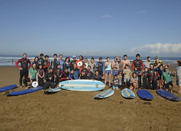 Surf inklusibo jardunaldia egingo dute bosgarrenez Barinatxe hondartzan, domekan