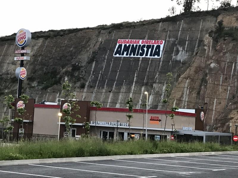Amnistia aldarrikatu dute Berangoko Burger Kingen