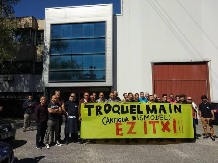 """Javier Urkiza (ELA): """"Sopelako Troquelmain enpresakook hiltzen utzi gaituzte Santanderreko instalazioa salbatzeko"""""""