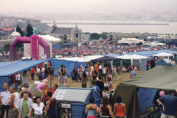 Udalak 30.000 euroko laguntza gehigarria emango dio Itxas Argiari paella-lehiaketako toldo berriak erosteko