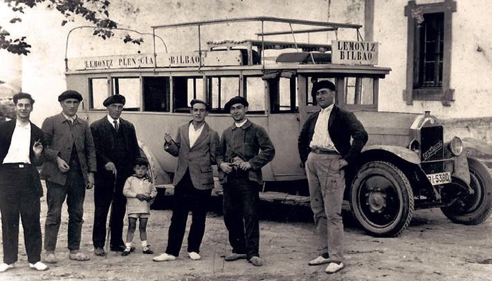 Bizkaiko autobus bidezko garraioaren historia gogoan hartuko dute Plentzian