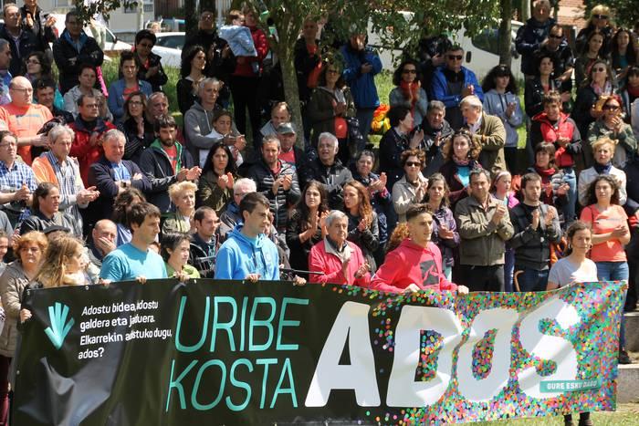 Uribe Kostako herri-galdeketarako galdera aurkeztuko du Ados taldeak