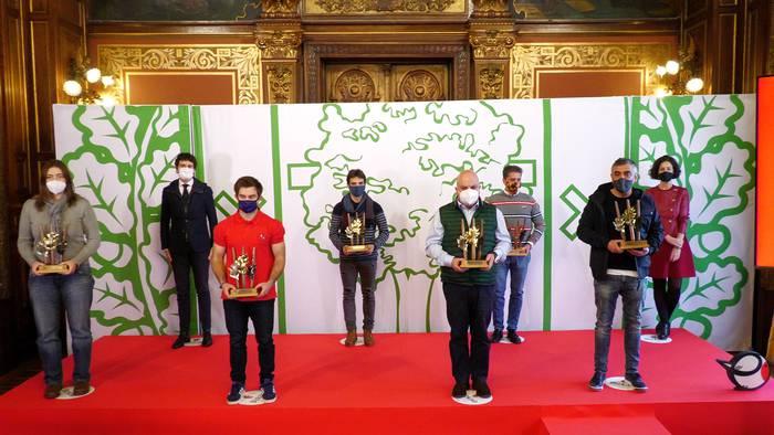 Berango Atletismo Taldeak eta José Luis de Ugarte bela-eskolak sari bana jaso dute Bizkaia Kirolak sariketan