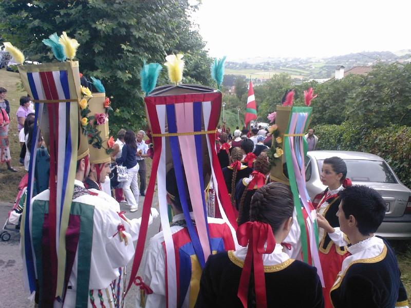 Dantzan igoko dira urduliztarrak Santa Mariñera