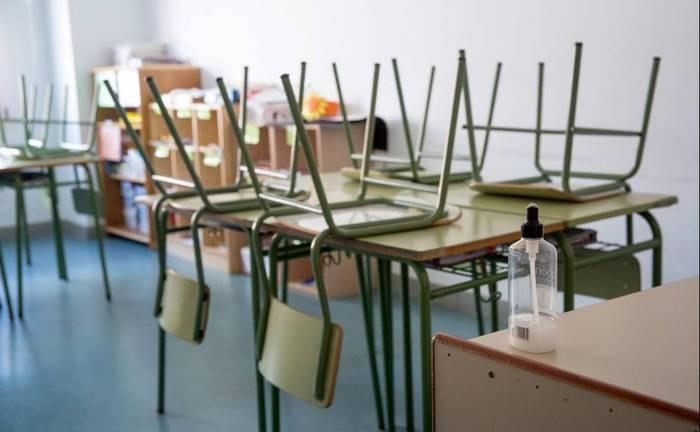 Eusko Jaurlaritza Koronabirusaren krisiaz baliatzen ari da Hezkuntzan murrizketak egiteko